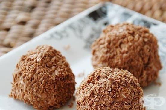 Бисквитени бонбони с извара и шоколад - изображение
