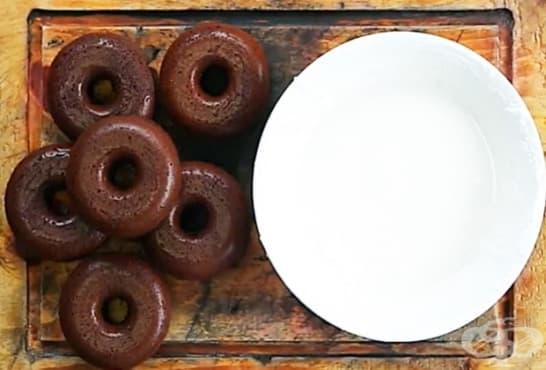 Бисквитени понички със захарна глазура - изображение