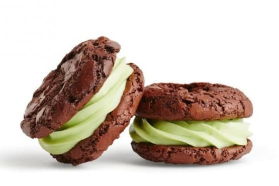 Шоколадови бисквити с крема сирене и ментов аромат - изображение