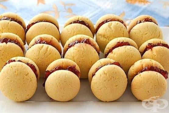 Лесни двойни сладки с малинов пълнеж - изображение