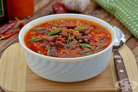 Пикантен червен боб с телешка кайма в доматен сос - изображение