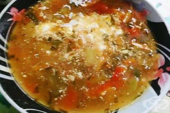 Супа от боб и картофи с бекон и кисели краставички - изображение