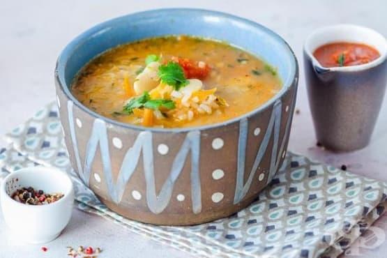 Бобена супа с ориз, зеленчукова запръжка и чесън - изображение