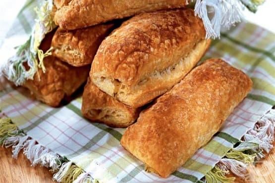 Бобени бутер пирожки с кашкавал, мащерка и чесън - изображение