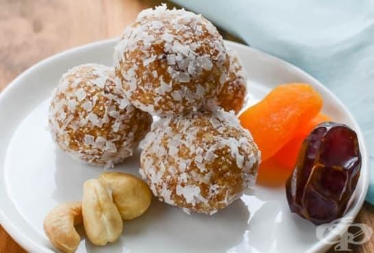 Здравословни бонбони от фурми и сушени кайсии - изображение