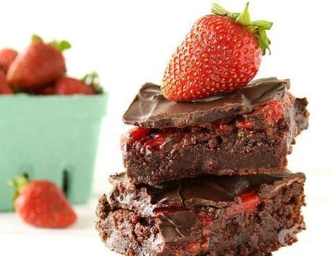 Брауни с шоколад и ягоди - изображение