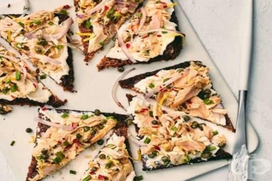 Брускети с дип от риба тон и крема сирене - изображение
