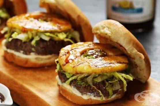Бургер с телешко и ананас - изображение
