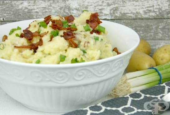 Бъркана картофена салата с бекон и сметана - изображение