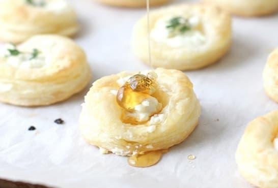 Бутер хапки с мед и сирене - изображение