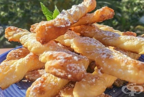 Бутер панделки с мед и пудра захар - изображение