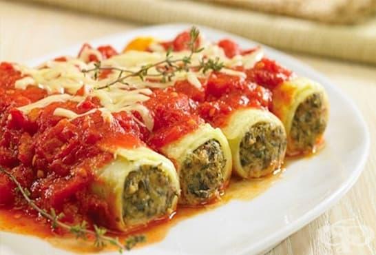 Канелони с кайма, лапад и спанак с доматен сос и кашкавал - изображение