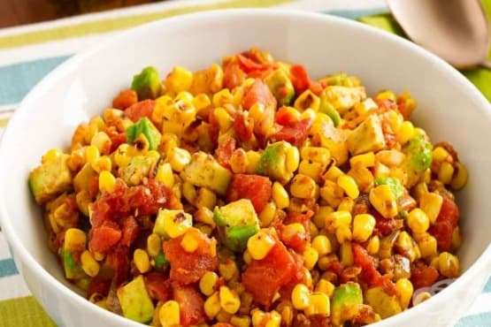 Запечена царевица с домат и авокадо - изображение