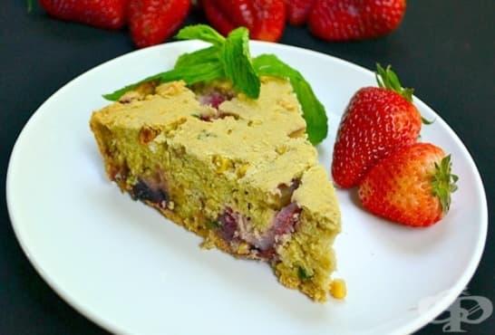 Царевичен сладкиш с ягоди и мента - изображение