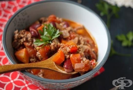 Червен боб с мляно месо и зеленчуци - изображение