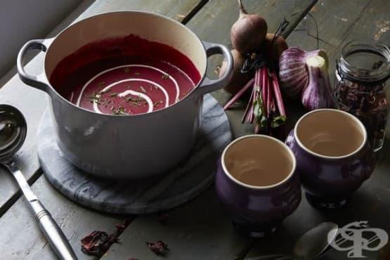 Крем супа от червено цвекло и каркаде - изображение