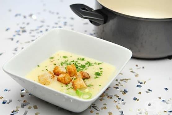 Крем супа от печен чесън с пармезан и мащерка - изображение