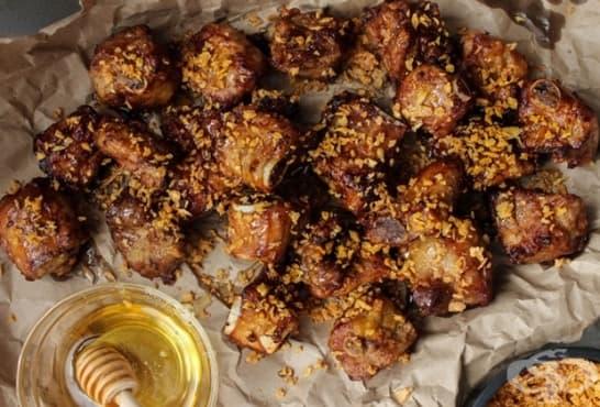Чеснови хрупкави ребърца с мед и масло - изображение