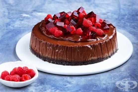 Шоколадов чийзкейк и желирани кубчета  - изображение