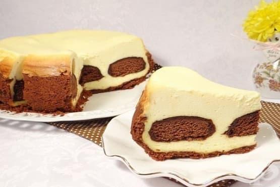 Чийзкейк с извара и шоколадови меденки - изображение