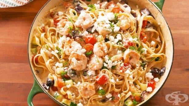 Фетучини с фета, скариди, чери домати и маслини - изображение