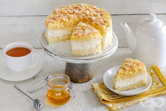 Десерт-торта от кускус с извара, мед и канела - изображение