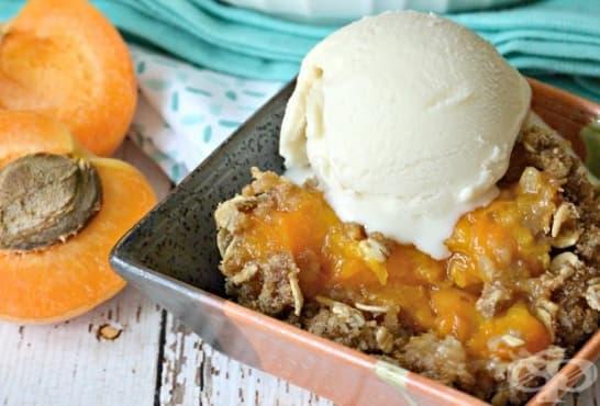 Десерт с овесени ядки, кайсии, мед и сладолед - изображение