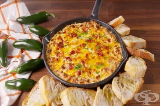 Дип от сирене, бекон и халапеньо - изображение
