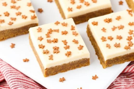 Джинджифилов сладкиш с млечно-карамелен крем - изображение