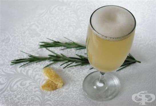 Джинджифилова напитка с розмарин - изображение