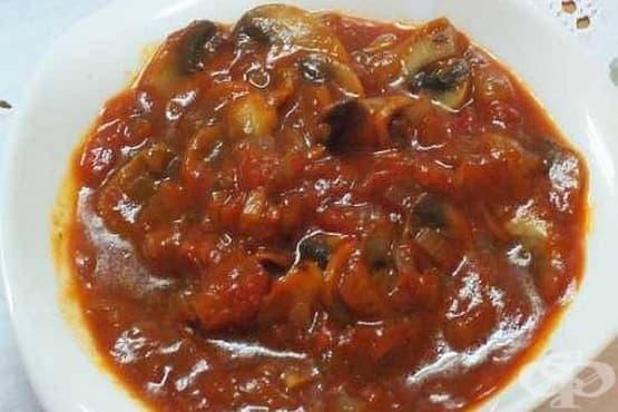 Доматен сос с гъби, чесън и риган (за спагети) - изображение
