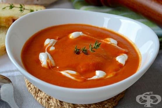 Доматена крем супа с консервиран нахут и чесън - изображение