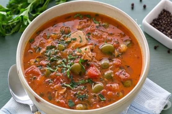 Доматена супа със сьомга и маслини - изображение
