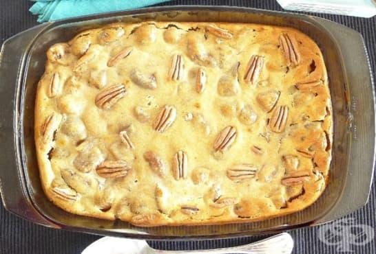 Карамелов сладкиш и орехи и смокини - изображение