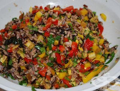 Кафяв ориз със зеленчуци - изображение