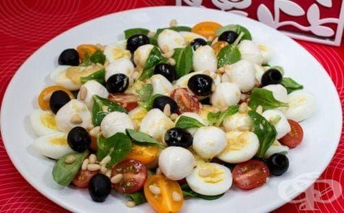 Салата с пъдпъдъчи яйца и маслини - изображение