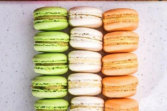Трицветни френски макарони - изображение