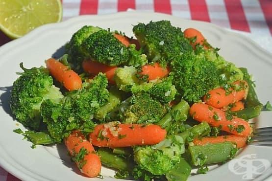 Гарнитура от броколи със зелен фасул и моркови - изображение