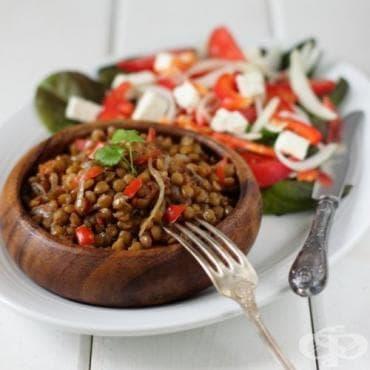 Гарнитура от леща с лук и домати - изображение