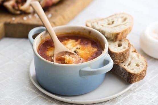 Горещ дип от моцарела в сос маринара - изображение