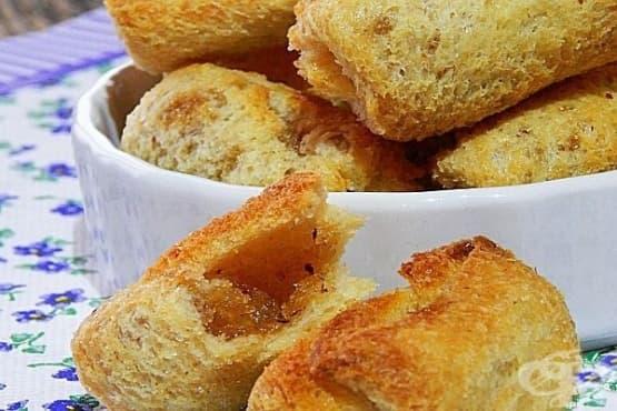 Хрупкави сладки хлебни рулца с масло и канела - изображение