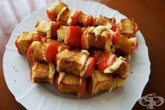Хлебни шишчета с домати и сирене, изпечени на жар - изображение