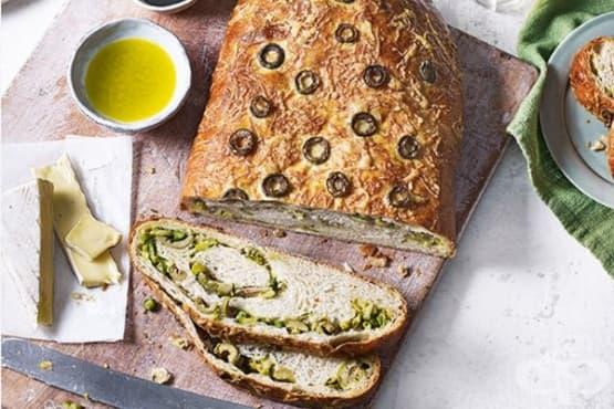 Зеленчуков хляб с аспержи, тиквички и маслини - изображение