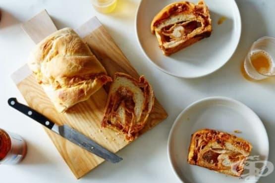 Хляб с доматена плънка и сирена - изображение
