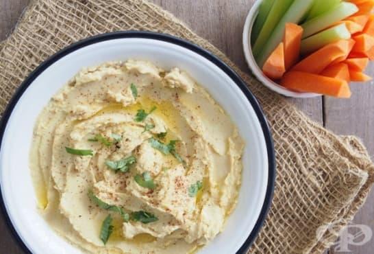 Хумус от сусам и печен чесън - изображение