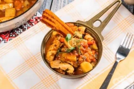 Яхния с пилешко, бекон и картофи - изображение