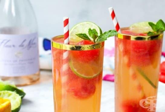Коктейл с розе, диня, газирана вода и цитрусов сок - изображение