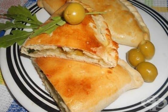 Калцоне с тиквички, маслини и моцарела - изображение