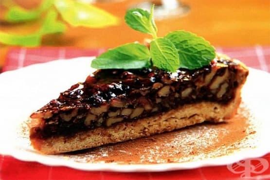 Карамелен сладкиш с мед и плънка от ядки - изображение