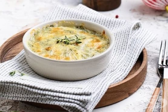 Картофен огретен в сос от мляко, сирена и копър - изображение